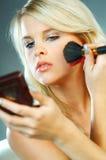 να κάνει το κορίτσι makeup Στοκ Φωτογραφίες