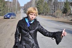 να κάνει ωτοστόπ αυτοκινή&ta Στοκ Εικόνες