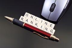 να καταθέσει σε τράπεζα on-lin στοκ εικόνα με δικαίωμα ελεύθερης χρήσης