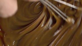 Να κατασκευάσει τη ζύμη σοκολάτας, βίντεο άποψης άνωθεν 4K φιλμ μικρού μήκους