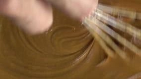 Να κατασκευάσει τη ζύμη σοκολάτας, βίντεο άποψης άνωθεν 4K απόθεμα βίντεο