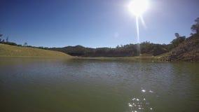 Να κινηθεί αργά στην ήρεμη λίμνη στενεύει φιλμ μικρού μήκους