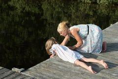 Να κοιτάξει κάτω στο νερό Στοκ Φωτογραφίες