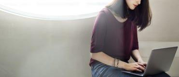 Να κουβεντιάσει γυναικών έννοια συνομιλίας επικοινωνίας Στοκ Φωτογραφία
