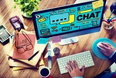 Να κουβεντιάσει συνομιλίας κοινωνική έννοια Διαδικτύου μέσων επικοινωνίας Στοκ Φωτογραφίες