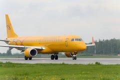Να μετακινηθεί με ταξί αερογραμμών θλεμψραερ 195LR Σαράτοβ Στοκ εικόνες με δικαίωμα ελεύθερης χρήσης