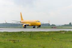 Να μετακινηθεί με ταξί αερογραμμών θλεμψραερ 195LR Σαράτοβ Στοκ Εικόνες