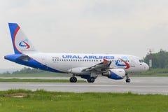 Να μετακινηθεί με ταξί αερογραμμών Ural airbus A319 Στοκ εικόνα με δικαίωμα ελεύθερης χρήσης