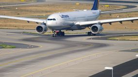 Να μετακινηθεί με ταξί airbus A330 της Lufthansa απόθεμα βίντεο