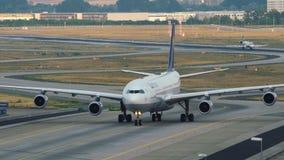Να μετακινηθεί με ταξί airbus της Lufthansa A340 απόθεμα βίντεο