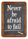 Να μην είστε ποτέ φοβισμένος να αποτύχει - σημάδι πινάκων Στοκ Φωτογραφία