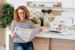 Να μητέρα--είστε στην εφημερίδα επιτραπέζιας εκμετάλλευσης Στοκ φωτογραφίες με δικαίωμα ελεύθερης χρήσης