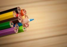 Να ξεχωρίσει το μπλε μολύβι Στοκ εικόνες με δικαίωμα ελεύθερης χρήσης