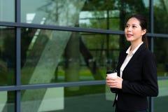 Να ονειρευτεί γυναικείας χαλαρώνοντας ημέρας διευθυντών ξενοδοχείων Στοκ εικόνα με δικαίωμα ελεύθερης χρήσης
