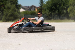 Να ορμήξει Kart και φυλή Karting εμποδίων ασφάλειας Στοκ εικόνες με δικαίωμα ελεύθερης χρήσης