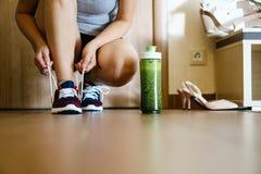 Να πάρει έτοιμος για την κατάρτιση Τρέξιμο και ένας υγιής τρόπος ζωής Στοκ φωτογραφία με δικαίωμα ελεύθερης χρήσης