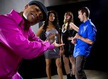 Να πάρει απορριφθείς από τα κορίτσια στο νυχτερινό κέντρο διασκέδασης Στοκ Φωτογραφία