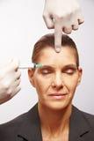 να πάρει την πλαστική ανώτερη γυναίκα χειρουργικών επεμβάσεων στοκ φωτογραφίες με δικαίωμα ελεύθερης χρήσης