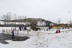 Να πάρει το αρχισμένο πάρκο Yurkin πάρκων δεινοσαύρων Στοκ εικόνα με δικαίωμα ελεύθερης χρήσης
