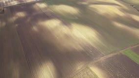 Να πετάξει πέρα από το γεωργικό τομέα με το χημικό λίπασμα την άνοιξη φιλμ μικρού μήκους