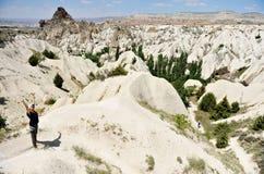 Να πραγματοποιήσει οδοιπορικό σε Cappadocia Στοκ Εικόνες