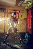 Να προετοιμαστεί για την άσκηση deadlift στοκ εικόνα