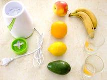 Να προετοιμαστεί για το κοκτέιλ φρούτων στοκ φωτογραφία