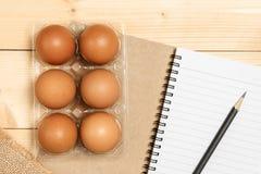 Να προετοιμαστεί να μαγειρεψει με το αυγό Στοκ φωτογραφίες με δικαίωμα ελεύθερης χρήσης