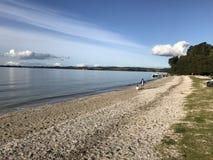 Να ραβδώσει τα σύννεφα και τα ήρεμα ωκεάνια νερά στοκ εικόνα με δικαίωμα ελεύθερης χρήσης