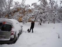 Να σκάψει επάνω μια μηχανή χιονιού στοκ εικόνα