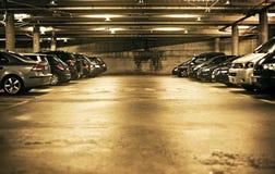 να σταθμεύσει υπόγεια Στοκ Εικόνες