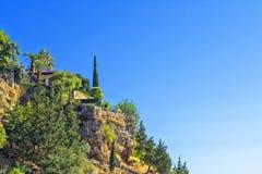 Να στηριχτεί με ένα μπαλκόνι σε έναν απότομο βράχο antalya Τουρκία Στοκ Εικόνες