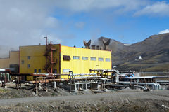 Να στηριχτεί το γεωθερμικό σταθμό παραγωγής ηλεκτρικού ρεύματος Mutnovskaya Kamchatka Στοκ Εικόνες