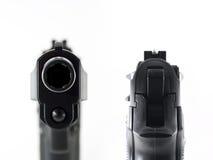 να στοχεύσει να κοιτάξει επίμονα πυροβόλων όπλων βαρελιών Στοκ εικόνες με δικαίωμα ελεύθερης χρήσης