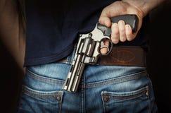 να στοχεύσει το χέρι πυροβόλων όπλων beretta απομόνωσε το έτοιμο ύφος βλαστών στο λευκό όπλων Στοκ Φωτογραφία