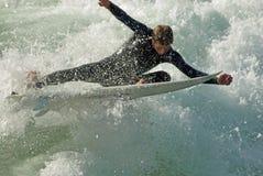 να τεμαχίσει τα κύματα Στοκ Φωτογραφίες