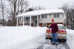 να φτυαρίσει το χιόνι στοκ εικόνες με δικαίωμα ελεύθερης χρήσης