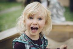Να φωνάξει λίγο ξανθό κορίτσι Στοκ φωτογραφίες με δικαίωμα ελεύθερης χρήσης