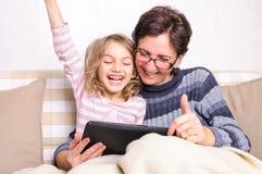 Να φωνάξει παιδιών νίκης τυχερού παιχνιδιού Στοκ Εικόνες