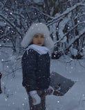 Να χαμογελάσει λίγο ευτυχίας ομορφιάς χαριτωμένο υπαίθρια εποχής προσώπων χαμόγελου παιδιών Χριστουγέννων κρύο αγοριών παιδιών χε Στοκ εικόνες με δικαίωμα ελεύθερης χρήσης