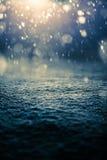 Να χιονίσει τη νύχτα και Backlight στοκ εικόνες με δικαίωμα ελεύθερης χρήσης