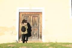 Να χτυπήσει στην πόρτα Στοκ φωτογραφίες με δικαίωμα ελεύθερης χρήσης