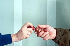 Να χτυπήσει τα αυγά Πάσχας Στοκ φωτογραφία με δικαίωμα ελεύθερης χρήσης