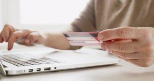 Να ψωνίσει on-line με την πιστωτική κάρτα απόθεμα βίντεο