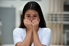 Νεανικό διαφορετικό ενήλικο θηλυκό και φόβος στοκ εικόνες