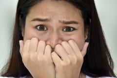 Νεανικό θηλυκό και φόβος μειονότητας στοκ φωτογραφίες