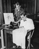 Νεαροί άνδρες που χρησιμοποιούν τη ράβοντας μηχανή (όλα τα πρόσωπα που απεικονίζονται δεν ζουν περισσότερο και κανένα κτήμα δεν υ Στοκ Εικόνες