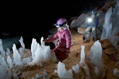 Νεαροί για τη σπηλιά Στοκ φωτογραφία με δικαίωμα ελεύθερης χρήσης
