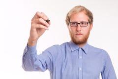 Νεαρός άνδρας που γράφει στο διαφανή πίνακα στοκ φωτογραφία με δικαίωμα ελεύθερης χρήσης