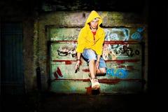 Νεαρός άνδρας που πηδά, grunge Στοκ φωτογραφία με δικαίωμα ελεύθερης χρήσης